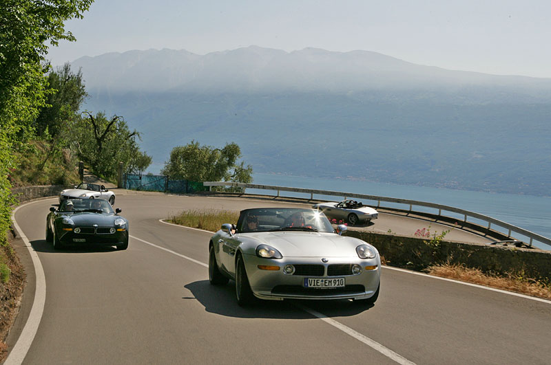 Winding up into steep hills that separate the lakes. Z8 Club Mille Miglia event, Jun 07 (photo: Macfly)