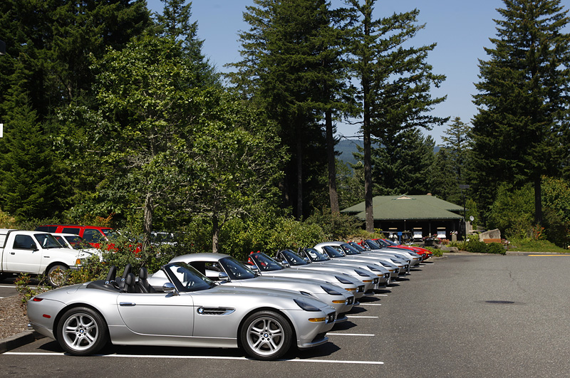 The cars lined up for our lunch break at Skamania Lodge on the banks of the Columbia River. (Oregon Tour 08.10 - macfly)